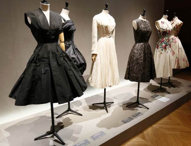 The 50s: Fashion in France at the Museum of Fashion ...
